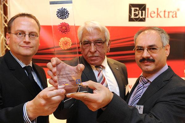 Deutschland, Land der Ideen, Preis für Eulektra Hain-System 2011. V.l.n.r.: Sven Olderdissen, Deutsche Bank, Sigfried Hain und Yüksel Kare (Eulektra)